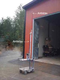 Antistatic bars mounted on a trolley